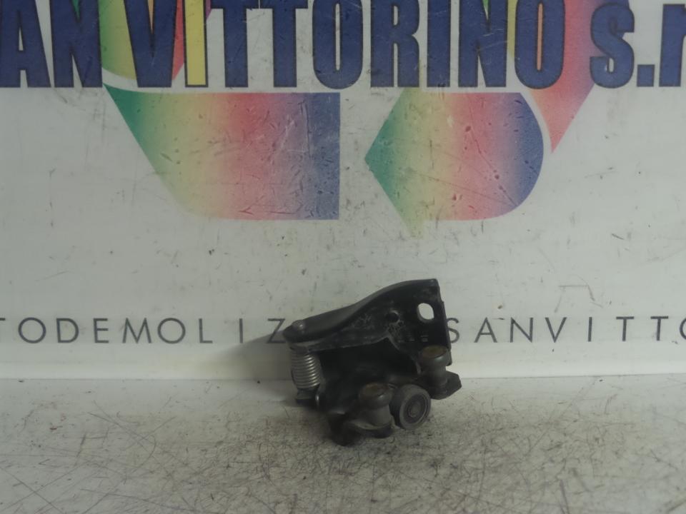 CARRELLO GUIDA CENTR. PORTA SCORREVOLE DX. FIAT FIORINO (3N) (10/07>)