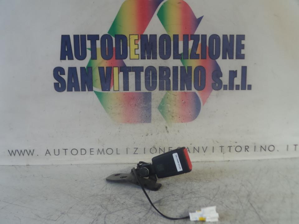 AGGANCIO CINTURA DI SICUREZZA POST. DX. FIAT 500X (5F) (11/14>)