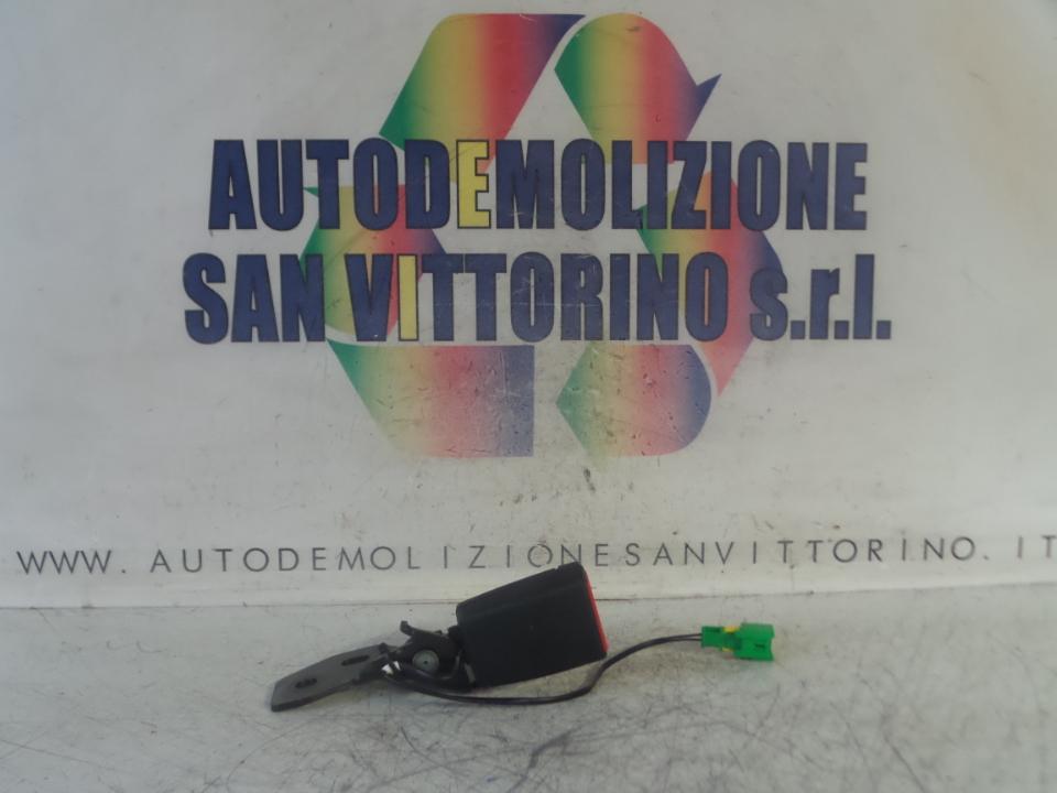 AGGANCIO CINTURA DI SICUREZZA POST. FIAT 500X (5F) (11/14>)