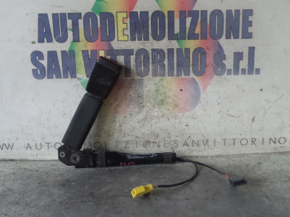 AGGANCIO CINTURA DI SICUREZZA ANT. S/AVVERTIMENTO P/CINTURA SICUR SX. OPEL MERIVA (S10) (04/10>)