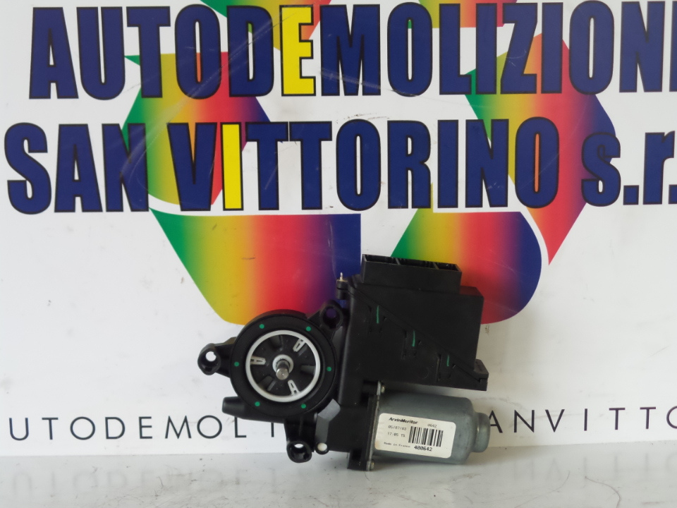 MOTORINO ALZACRISTALLO PORTA ANT. DX. VOLKSWAGEN POLO (9N) (10/01>03/05<)