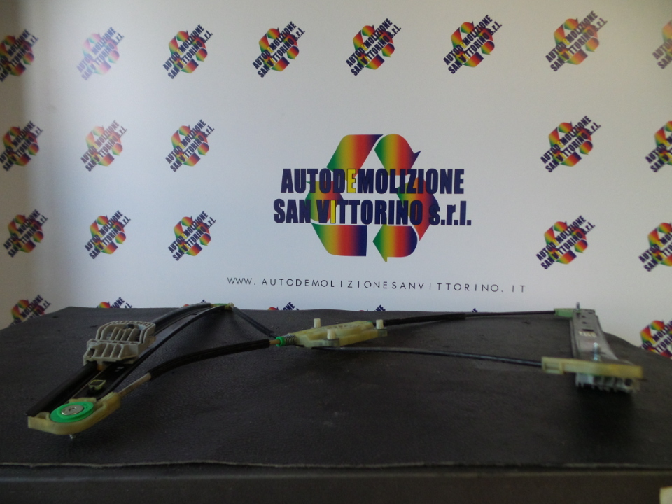 ALZACRISTALLO ELETTR. PORTA ANT. DX. AUDI Q7 (4L) (10/05>)