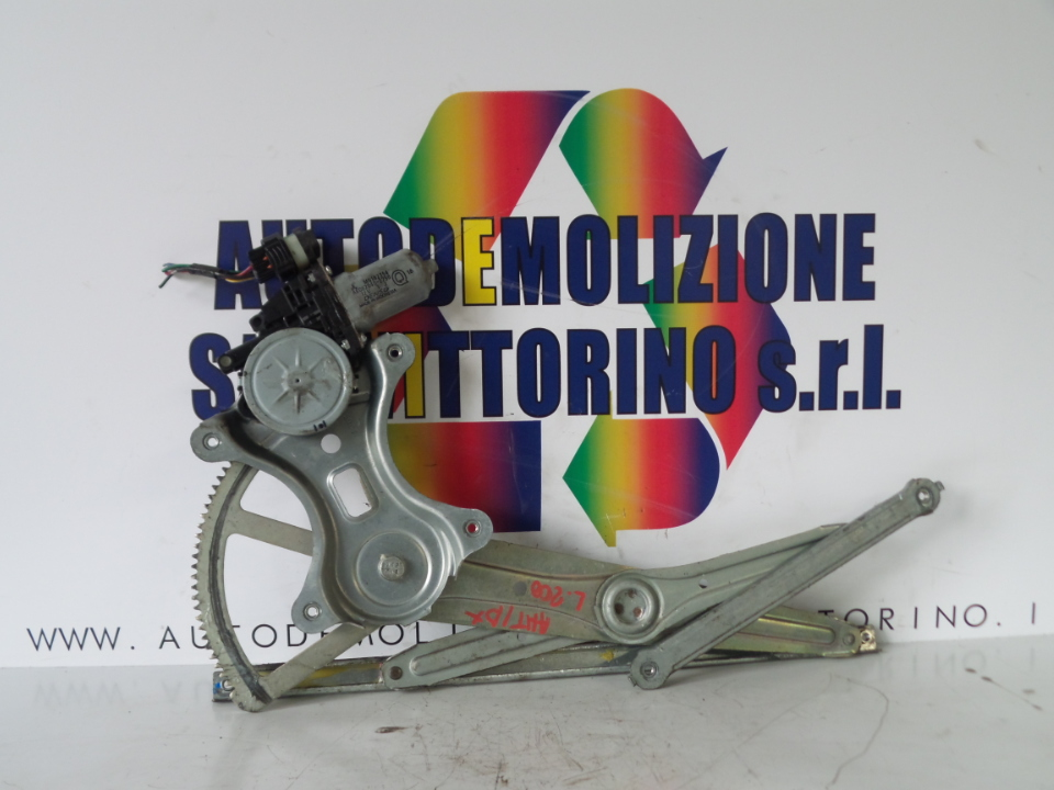 ALZACRISTALLO ELETTR. PORTA ANT. DX. MITSUBISHI L200 (02/06>)