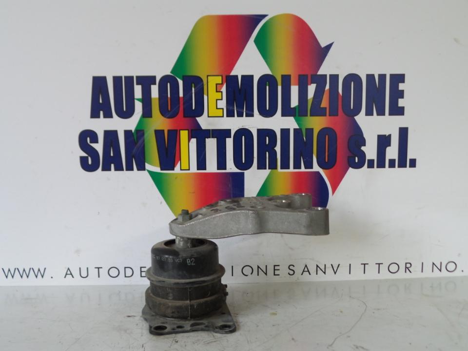 SUPPORTO ELASTICO LAT. SUP. MOTORE VOLKSWAGEN POLO (9N) (10/01>03/05<)