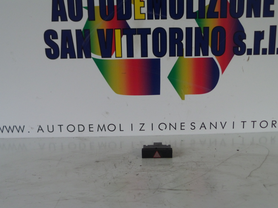 INTERRUTTORE LUCI EMERGENZA AUDI A6 (4F) (03/04>06/09<)