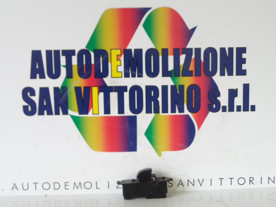 INTERRUTTORE ALZACRISTALLI PORTA ANT. MITSUBISHI L200 (02/06>)