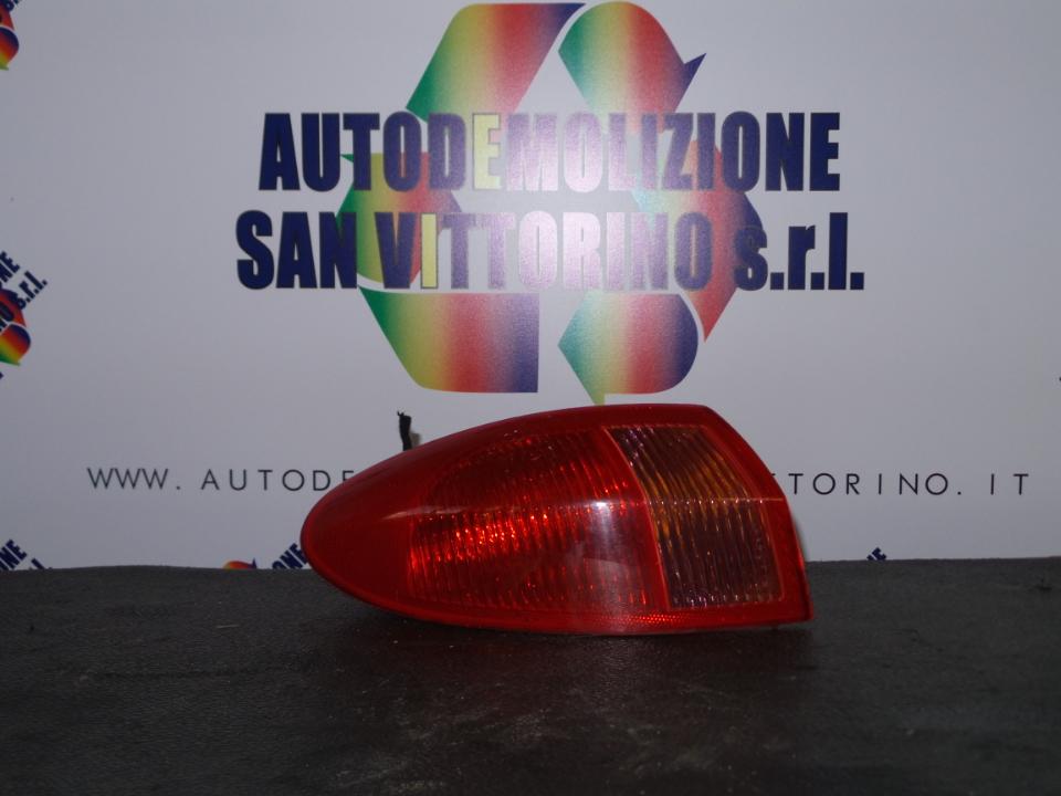 FANALE POST. PARTE EST. SX. ALFA ROMEO 147 (W8) (08/00>01/06<)